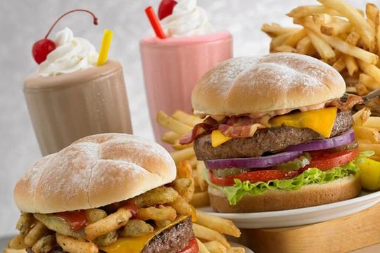 Chế độ ăn giàu chất béo ảnh hưởng tới sức khỏe. Ảnh: Fitstylelife.