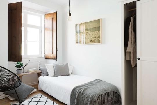 Phòng ngủ phụ nhỏ xinh được thiết kế theo yêu cầu của nữ chủ nhân.