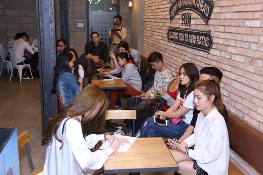 """Rất đông bạn trẻ chờ casting phim """"Sài Gòn, anh yêu em"""""""