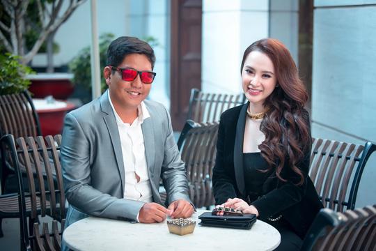 """Đạo diễn Đức Thịnh và nữ diễn viên chính Angela Phương Trinh của phim """"Sứ mệnh trái tim"""". (Ảnh do nghệ sĩ cung cấp)"""