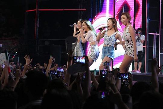 """Nhóm nhạc nữ Mamamoo trên sân khấu """"Vietnam top hit"""""""