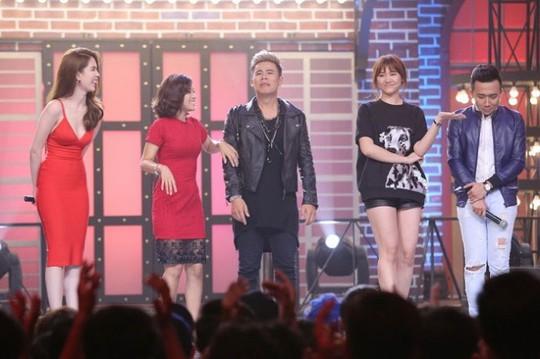 """Người mẫu Ngọc Trinh được mời giữ vai trò """"host"""" cho chương trình """"Kỳ phùng địch thủ"""" cùng Trấn Thành"""