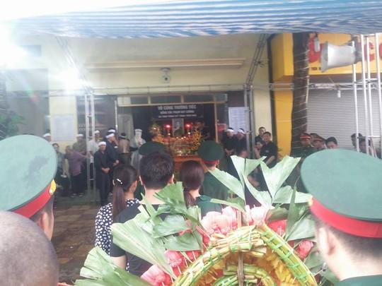 Hàng ngàn người tới viếng Bí thư Tỉnh ủy và và Chủ tịch HĐND tỉnh Yên Bái