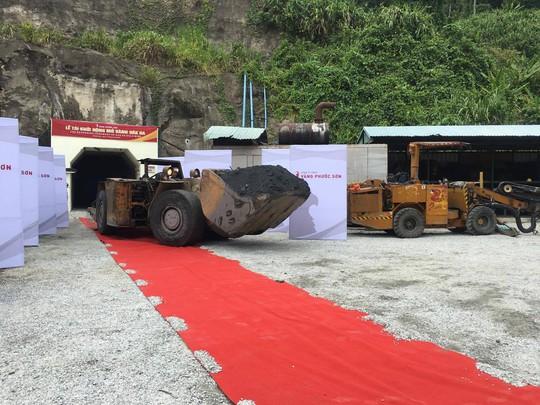 Mỗi tháng, nhà máy này khai thác khoảng 18.000 tấn quặng vàng Ảnh: CTV