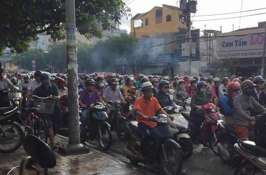 Anh Nguyễn Dũng cho biết anh đi từ chợ Gò Vấp đến nhà thờ Bến Hải, đoạn đường chỉ 2 km nhưng mất gần 1 giờ. (ảnh: Bạn đọc Nguyễn Dũng)
