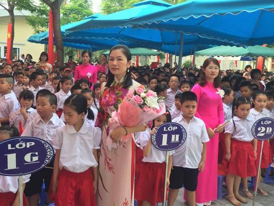 Thày và trò trường tiểu học Yên Hoà, Hà Nội náo dức đón chào năm học mới. Năm học vừa qua học sinh của trường đã hơn 30 giải thưởng từ cấp quận đến quốc gia