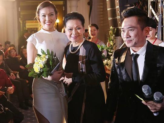Á hậu Phạm Thuý Hằng tích cực tham gia các hoạt động từ thiện cùng Khánh Ly