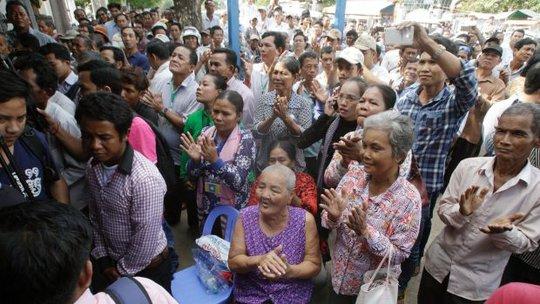 Người ủng hộ đảng đối lập CNRP. Ảnh: AP