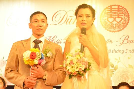 """Rơi nước mắt trong """"đám cưới cổ tích"""" tại bệnh viện"""