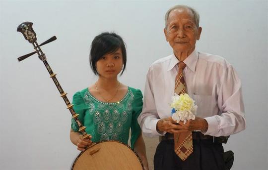 Nghệ nhân Ba Vinh với cô học trò nhỏ tên Thanh Trúc...