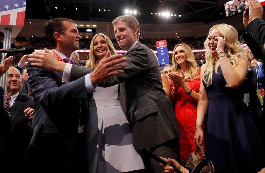 Các con của ông Donald Trump mừng cha chính thức trở thành ứng viên Đảng Cộng hòa tranh cử tổng thống Mỹ  Ảnh: REUTERS