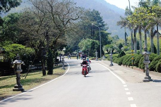 Con đường độc đạo dẫn lên các công trình Le Mont Bavi Resort & Spa - resort do Công ty TNHH Phát triển công nghệ (CFTD) làm chủ đầu