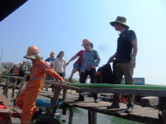 Hãi hùng cảnh san hô, hải sâm chết xếp lớp dưới đáy biển Quảng Bình