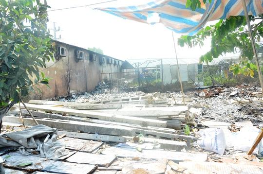 Toàn bộ hộp điện trong khu sân kho đã bị lửa thiêu rụi