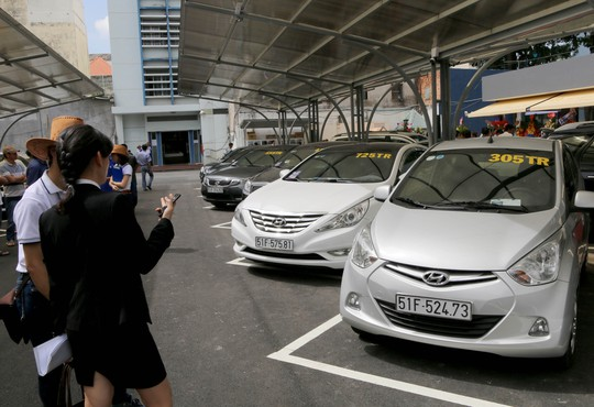"""Chỉ cần bỏ ra 100.000 đồng/ngày chiếc xe sẽ được trưng bày trong """"chợ ô tô""""."""