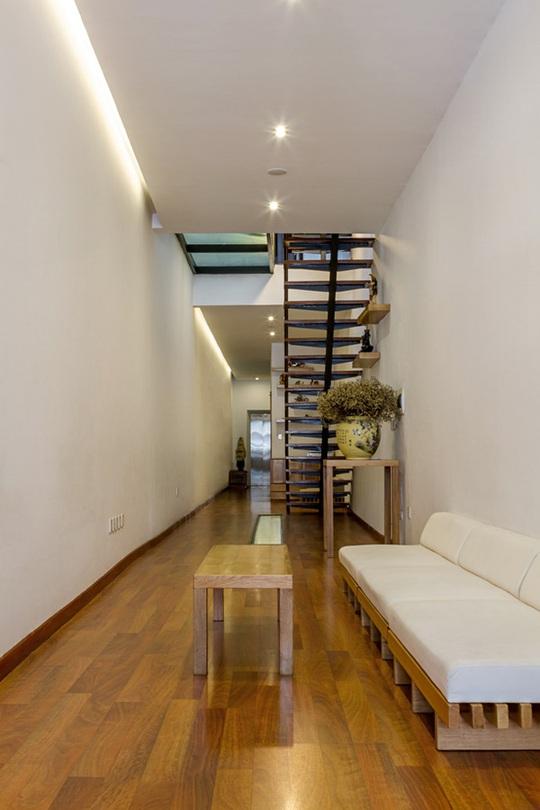 Phòng khách đơn giản, thanh lịch với thất nhỏ, gọn.