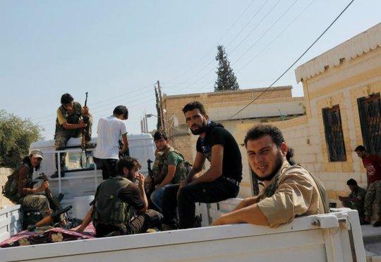 Các tay súng FSA tại TP Jarablus. Ảnh: REUTERS