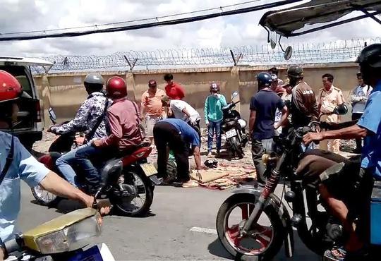 Hiện trường vụ tai nạn nam thanh niên bị xe rác cán chết