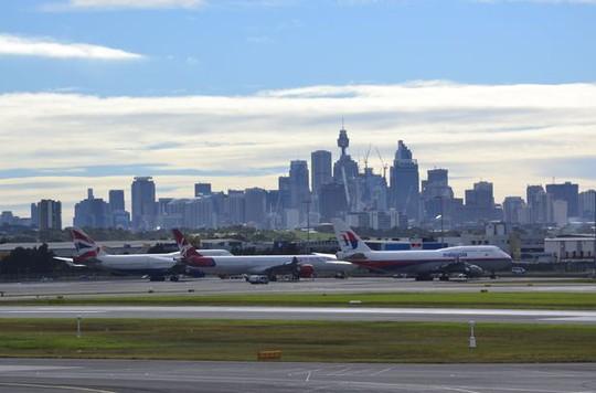 Chuyến bay rời khỏi sân bay quốc tế Sydney lúc 11 giờ 55 phút ngày 10-3. Ảnh: MIRROR