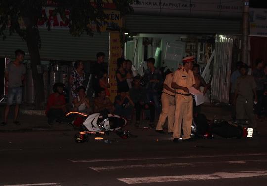 Lực lượng chức năng làm việc tại hiện trường vụ tai nạn.