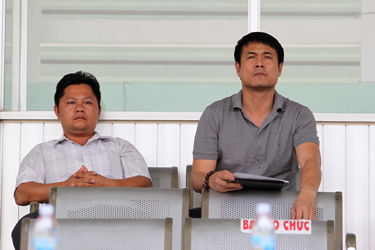 HLV trưởng đội tuyển Việt Nam - Nguyễn Hữu Thắng đến dự khán trận đấu