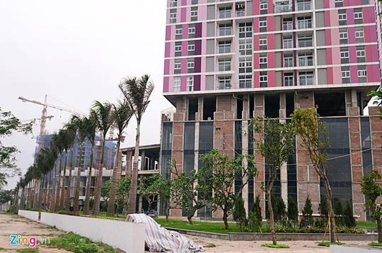 Nhiều người ví von rằng, nhìn 3 tòa nhà của dự án Usilk City như người chỉ khoác áo mà không mặc quần.