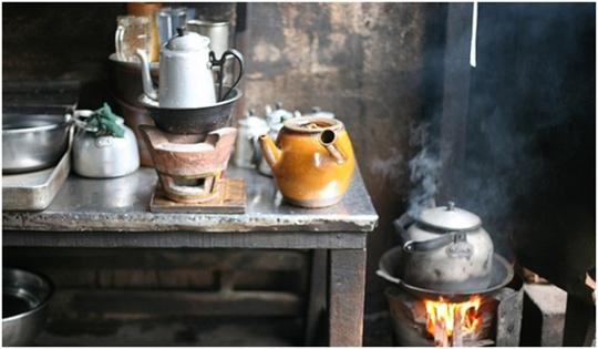 Những quán cà phê vợt của người Hoa là nơi khai sinh ra món cà phê sữa đá, cũng như bạc xỉu bình dân mang thương hiệu made in Saigon. (Ảnh: MASK)