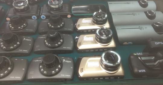 200 ngàn đồng có thể mua được một chiếc camera hành trình. Ảnh: H.V