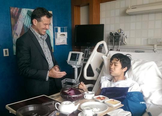 Bác sĩ của Bệnh viện Aspetar lạc quan về khả năng hồi phục nhanh hơn dự đoán của Công Phượng