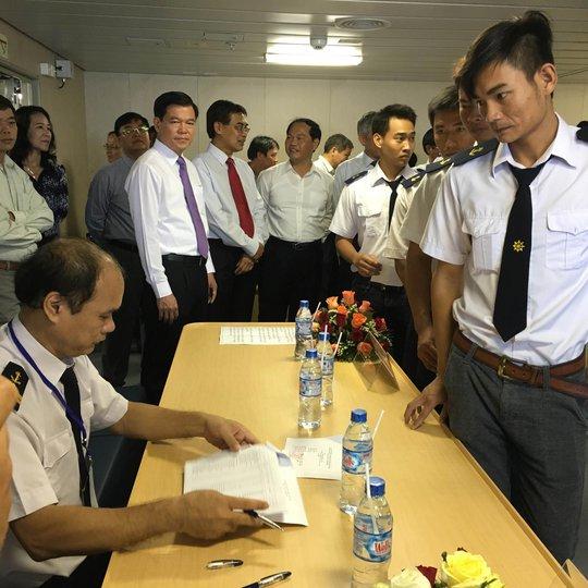 Cử tri làm thủ tục bầu cử tại tỉnh Bà Rịa - Vũng Tàu ngày 4-5 Ảnh: NGỌC GIANG