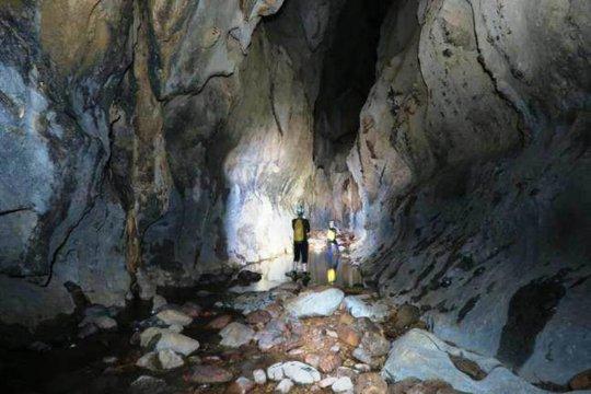 Một trong số các hang động mới được các chuyên gia phát hiện tại Quảng Bình (Ảnh do các chuyên gia cung cấp)