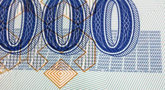 Thông tin chế bản của tờ tiền tại Nhà máy in tiền quốc gia. Ảnh: Zen Nguyễn