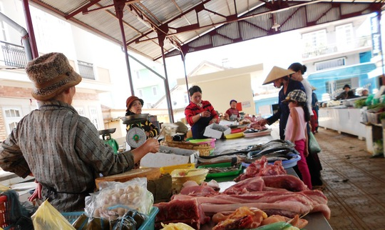 Người tiêu dùng nên chọn thực phẩm tươi sống để đảm bảo an toàn nhất có thể