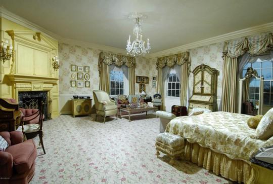 8 phòng ngủ và 3 căn hộ khép kín được trang hoàng lộng lẫy