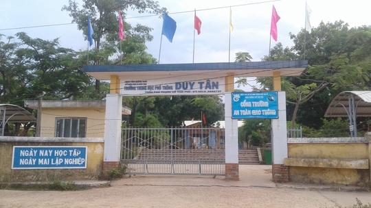 Ngôi trường nơi hiệu trưởng và nữ giáo viên công tác