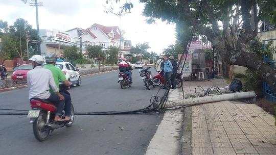 Vụ tai nạn xảy ra khiến hệ thống điện khu vực đường 3/4 TP Đà Lạt bị tạm ngưng cục bộ.