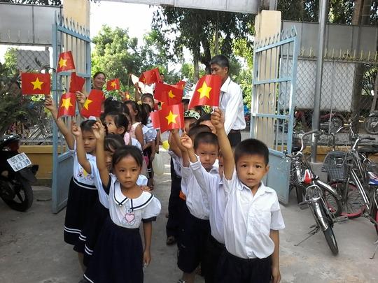 HS lớp 1 của Trường Tiểu học Bình Thành hân hoan đón chào năm học mới đầu tiên