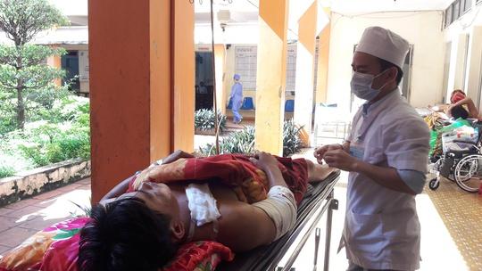 Anh Dũng đang được điều trị tại Bệnh viện Đa khoa tỉnh Đắk Lắk