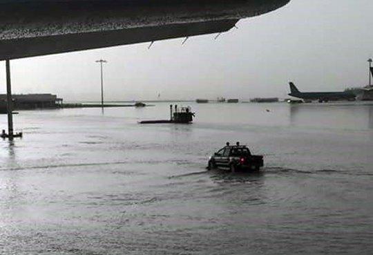 Hình ảnh ngập trong sân bay Tân Sơn Nhất chiều 11-9. Ảnh: Face Linh Đoàn/VNN
