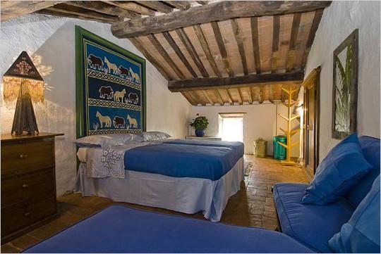 Giường ngủ không được kê dưới xà nhà, nhất là vị trí xà nhà đè ngang phần ngực
