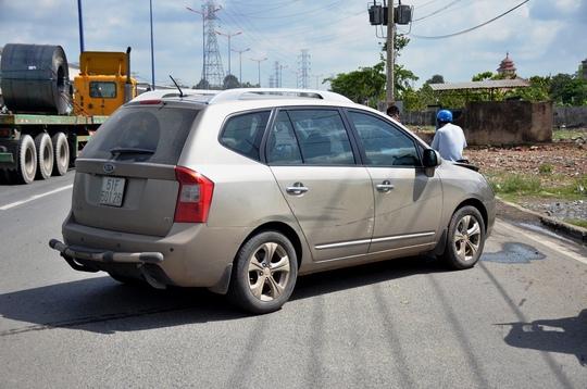 Chiếc ô tô gây tai nạn tại hiện trường
