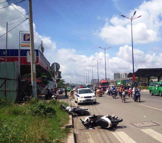 3 xe máy nằm la liệt tại hiện trường sau khi bị tông