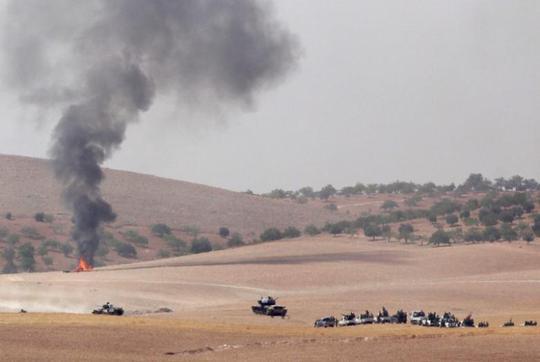 Xe quân đội Thổ Nhĩ Kỳ tiến vào TP Jarablus ngày 24-8. Ảnh: REUTERS