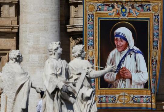 Mẹ Teresa chính thức được phong thánh ngày 4-9. Ảnh: REUTERS
