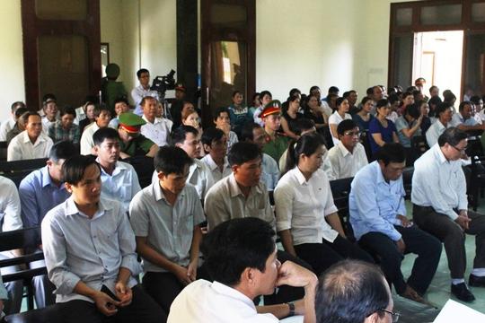 Rất đông cán bộ ở huyện Đông Hòa được tòa triệu tập với vai trò nhân chứng