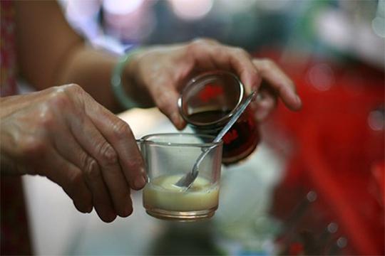 Bạc xỉu ban đầu là món đồ uống từ sữa nóng, pha thêm chút cà phê. (Ảnh: Saigonamthuc)