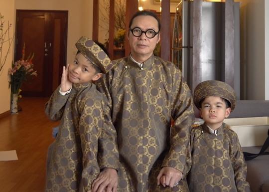 Đạo diễn Trần Lực và hai cậu con trai nhỏ: Bờm và Bách