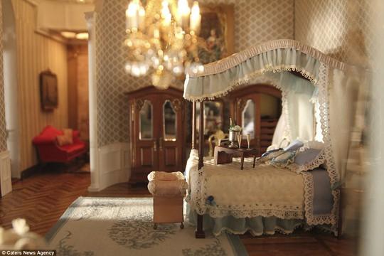Phòng ngủ với nội thất đẹp lung linh. Ảnh: Caters New Agency