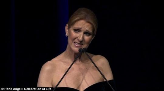 Celine Dion tại lễ tưởng niệm Rene