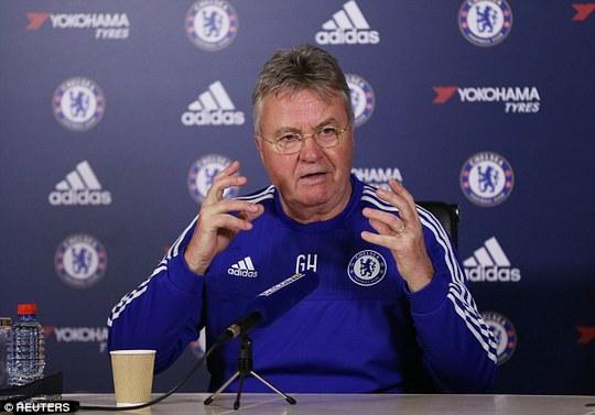 HLV Guus Hiddink khuyên Hazard quên PSG